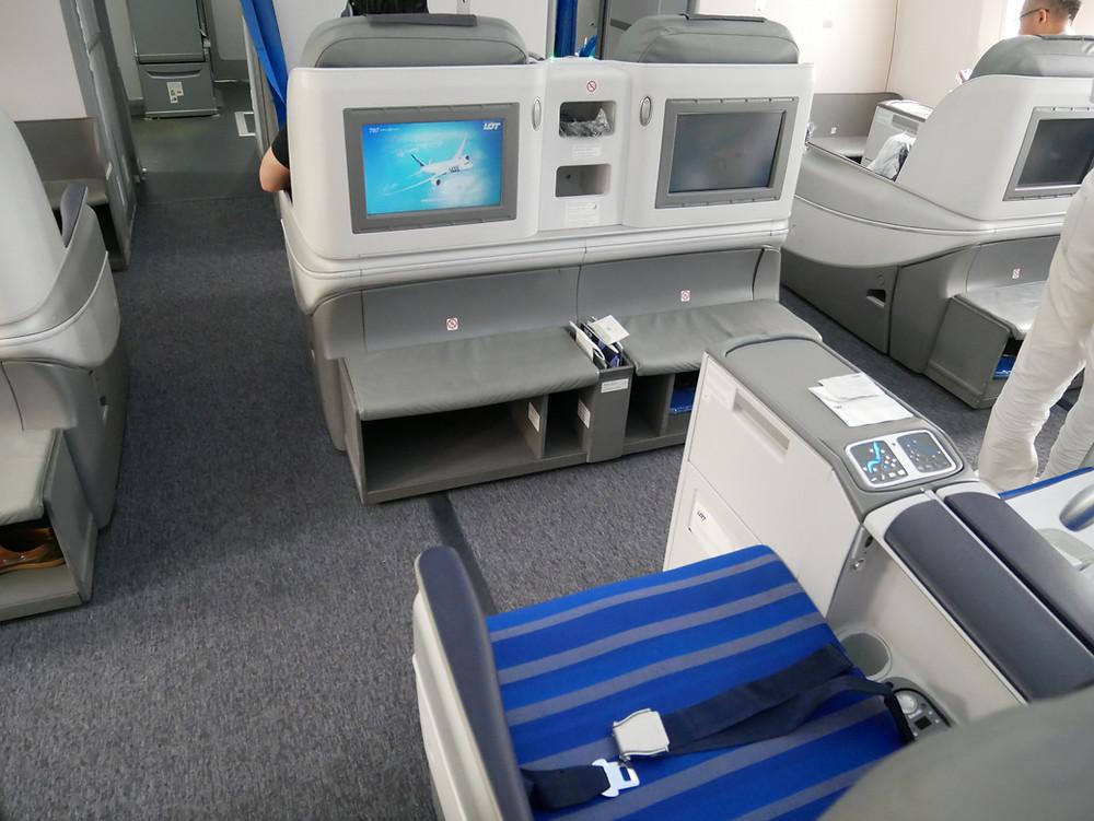 LOTポーランド航空 ビジネスクラス シート