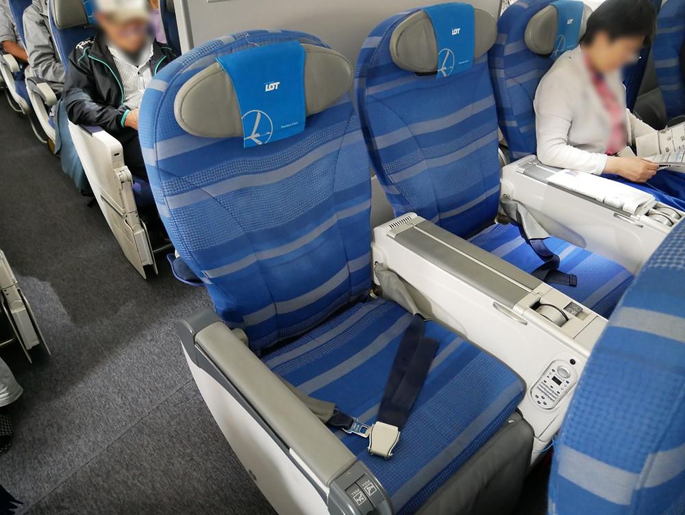 LOTポーランド航空 プレミアムエコノミークラス 座席