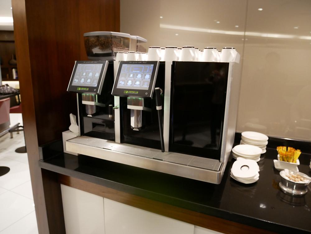 エティハド航空 アブダビ空港 プレミアムラウンジ コーヒーマシーン