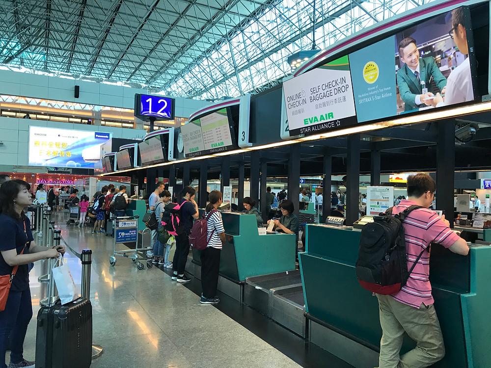 台北空港チェックインカウンター