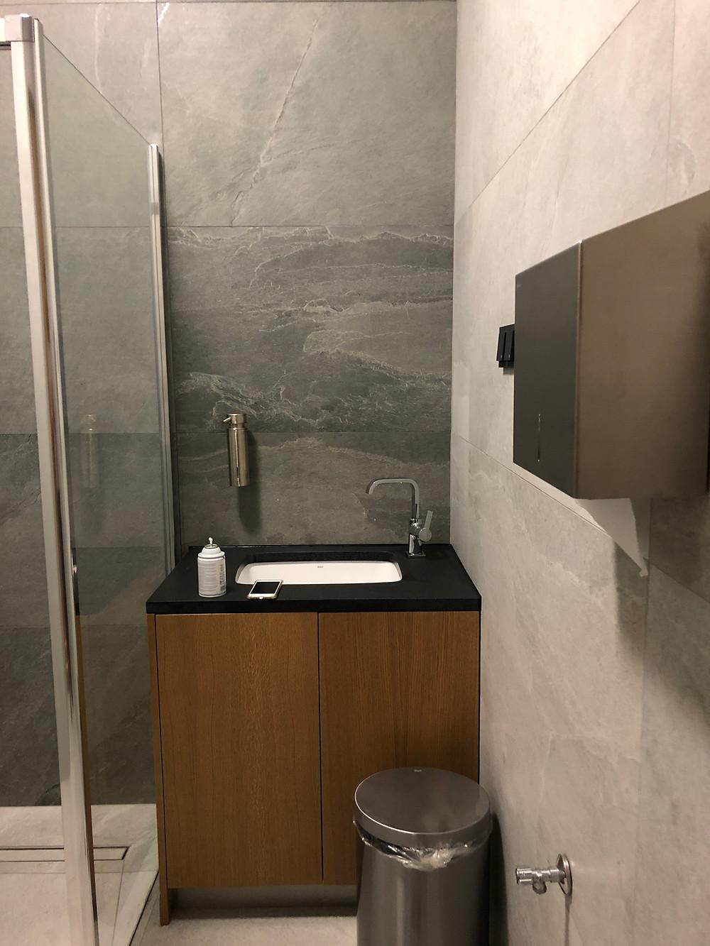 LOTポーランド航空 ビジネスクラスラウンジ トイレ