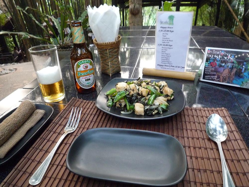 ルアンパバーン 夕食 鶏肉の炒め物