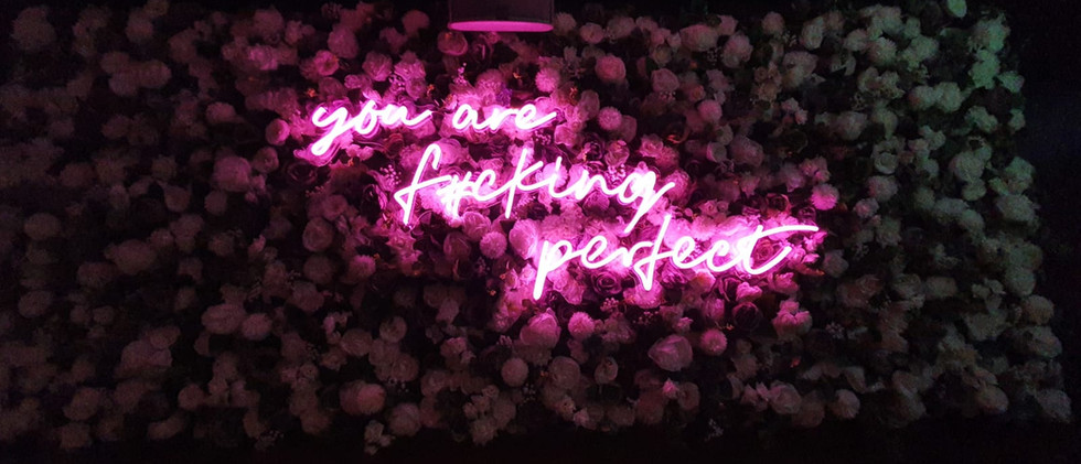 Neon_Sign_Flower_Wall