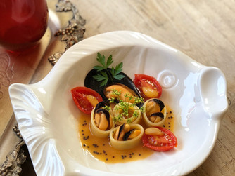 Pasta with Mussels, Cherry Tomatoes & Caramelised Garlic