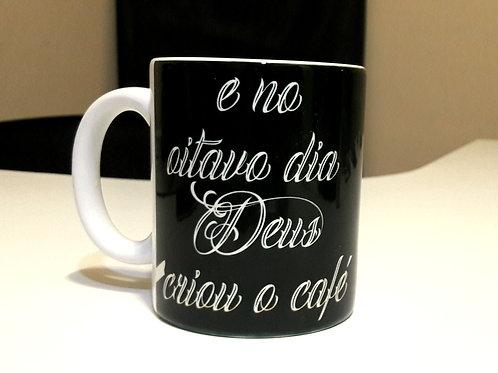 Caneca E no Oitavo Dia Deus Criou o Café - 325ml