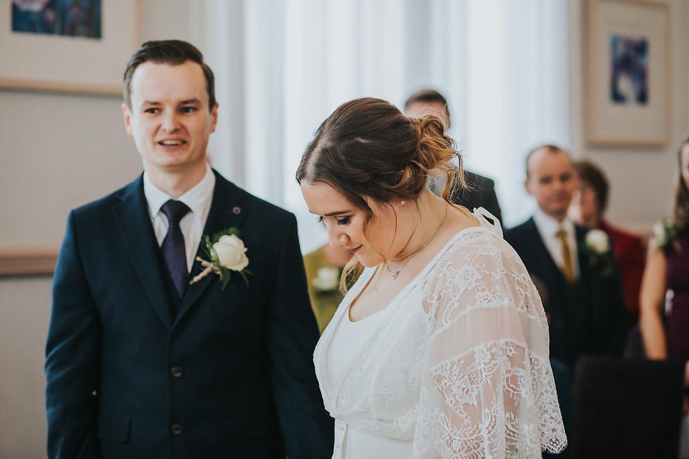 bride arriving, leeds town hall