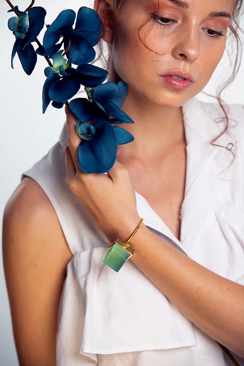 The Pyramid bracelet in Lagoon Green