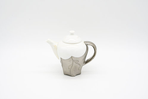 Teapot in Silver Glazing 銀色茶壺