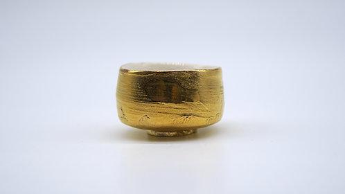 Tea Cup in Gold Glazing 金色茶杯