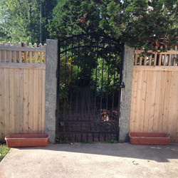 Metal wood fencing with gate