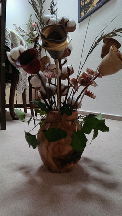 Kirschvase mit  Blüten