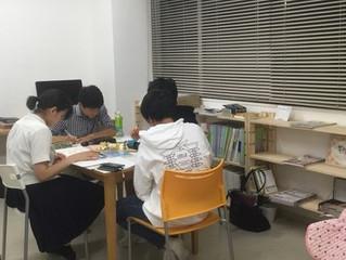小中高校生が各教室にわかれて勉強しました。