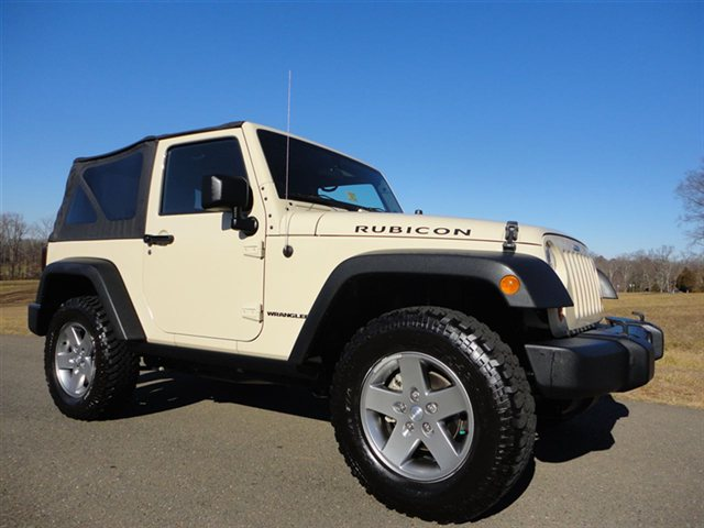 used-2011-jeep-wrangler-rubicon-5855-9913703-3-640