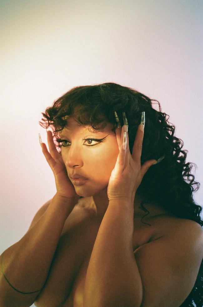 Naomi Sharon 2.jpg