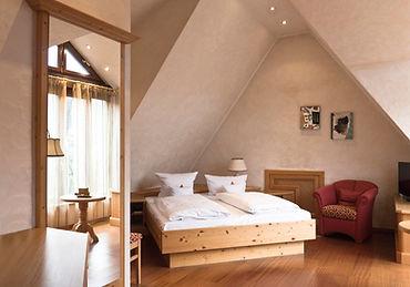 Hotel Nürnberg Kainsbacher Mühle Suite Bett Panorama