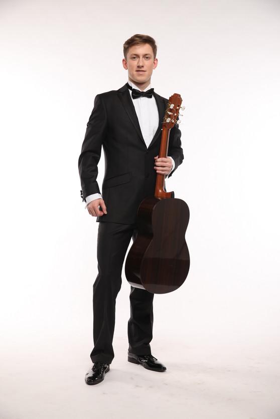 Дмитрий ПРИТУЛА (гитара)