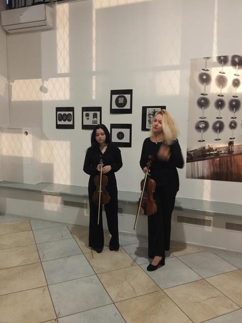 Анастасия Лебедева (скрипка) и Наталья Тихонова (альт)