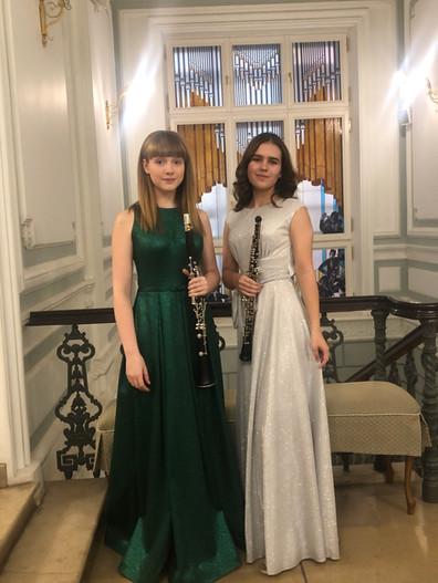Мария Павленко (гобой) и София Мехоношина (кларнет)