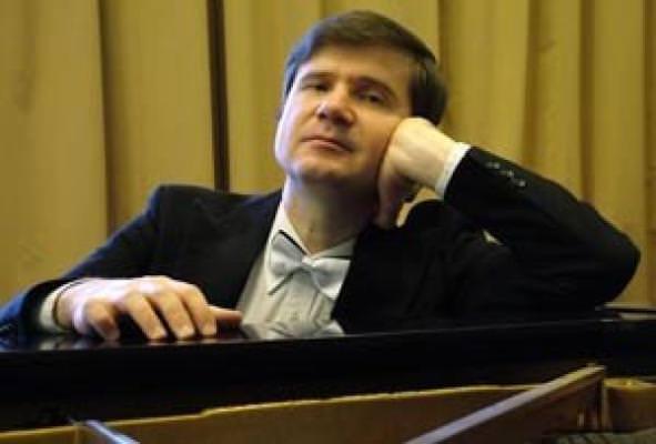Михаил ПЕТУХОВ (фортепиано)