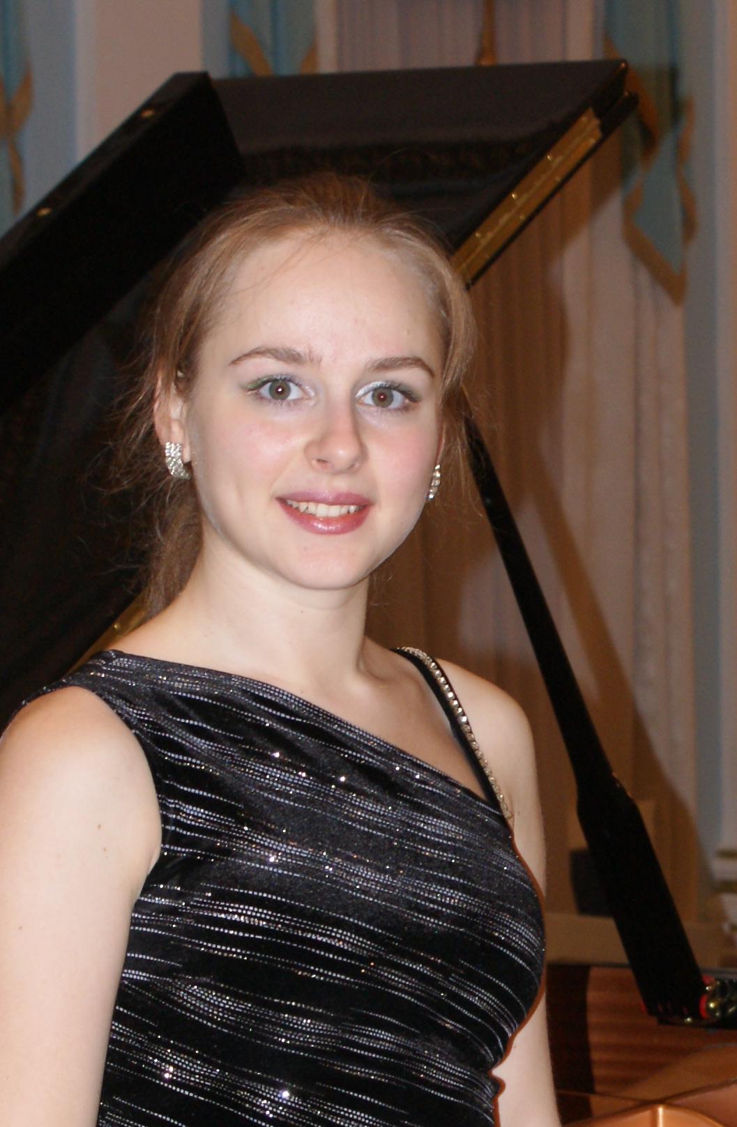 Людмила ДУХАН (фортепиано)
