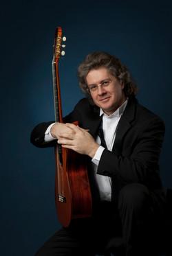 Юрий НУГМАНОВ (гитара)