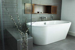 white-freestanding-tub