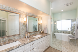 Elegant-Transitional-Bathroom-With-Moder
