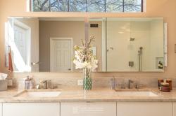 Warm-Inviting-Contemporary-Bathroom