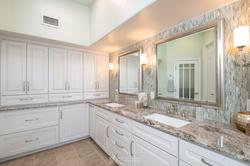 Elegant-Transitional-Bathroom