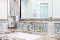 Transitional-Bathroom-with-Elegant-Finis