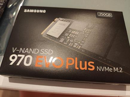 SSD_disque_dur_materiel_informatique_tou