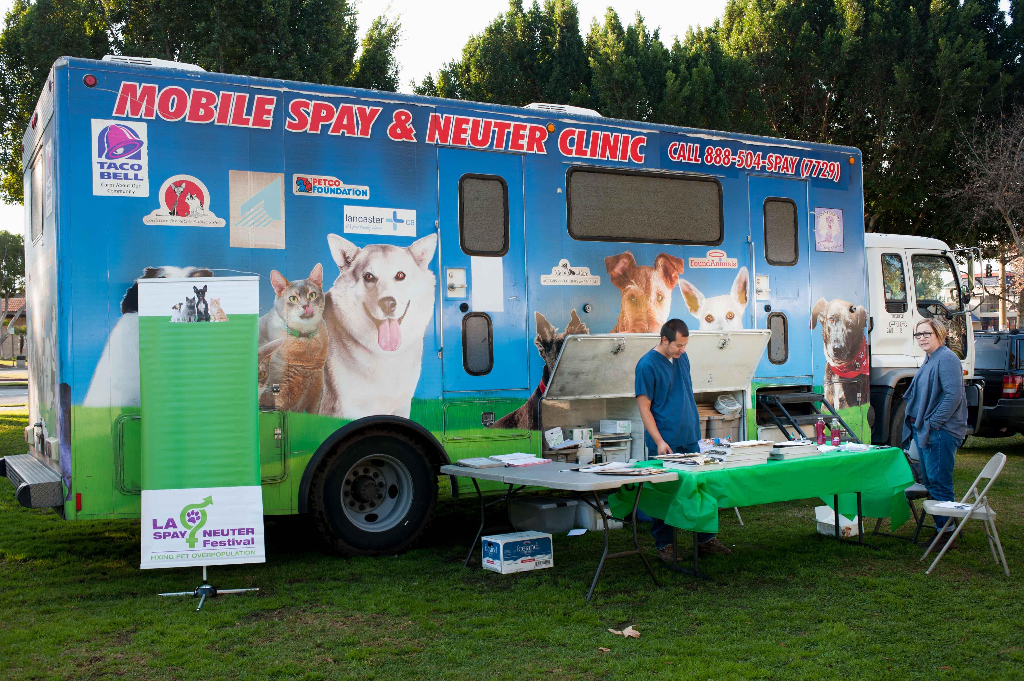 Vol Vendor Trucks 140118 04_.jpg