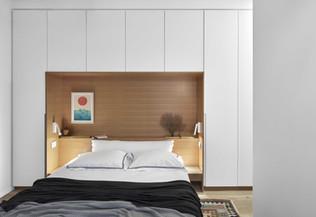 ארון מסביב למיטה בהתאמה אישית בבית בתל אביב