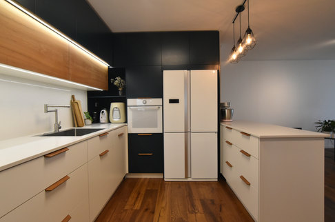 מטבח מודרני צבע בתנור ועץ