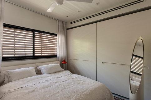 ארון קיר בחדר שינה