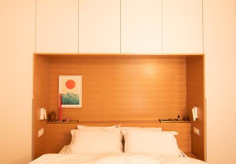מיטה וארון לחדר שינה