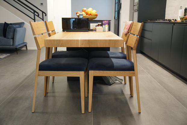 שולחן מעץ מלא בתאמה אישית