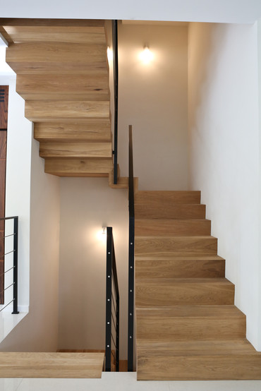 חיפוי עץ למדרגות בהתאמה אישית