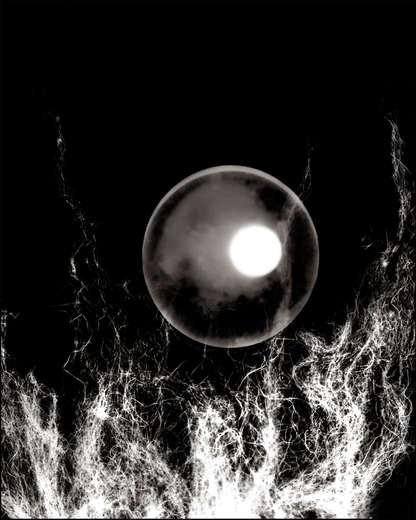 """""""...y cuando esta agua oscurezca por completo, poseeré la noche entera con el número integral de las estrellas visibles e invisibles...¨ (*)   (*) Aproximaciones: """"La derivación"""""""