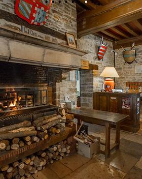 hostellerie du chateau cheminee.jpg