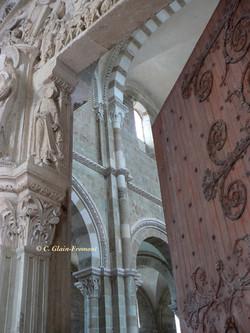 Porte ouverte sur la nef