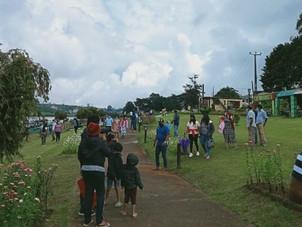 பயணக்கட்டுப்பாடுகள்   இருக்கின்ற போதும் நுவரெலியா நகருக்கு செல்லும்  உள்ளூர் சுற்றுலாப் பயணிகள்.