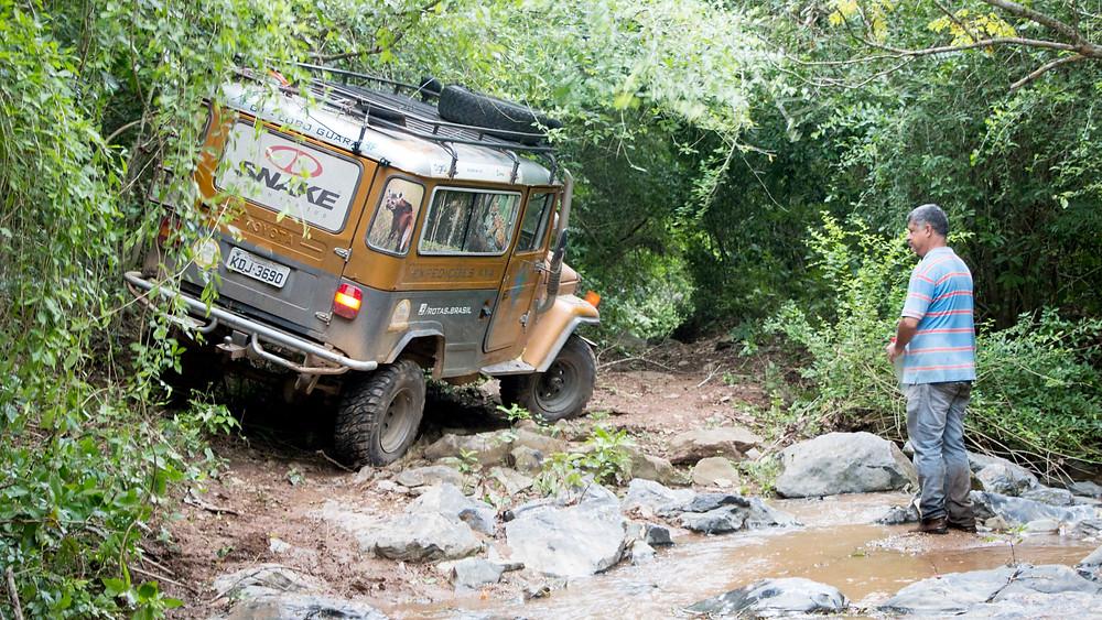 Nossa Toyota Bandeirante Lobo Guará a caminho do poção do Lago Azul - Bodoquena (MS) - Foto: Erika Campos