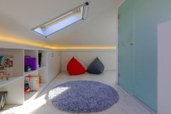 חדר נוער בעליית גג