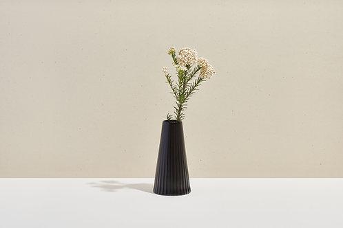 ohleaf x lú -Drape Vase (Lead Black)