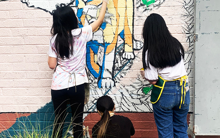 girls-painting-mural