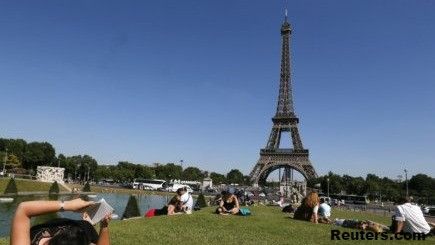 'WEEKEND IN FRANKFURT?' - PARIS PERFECTS ITS PITCH FOR LONDON BANKERS
