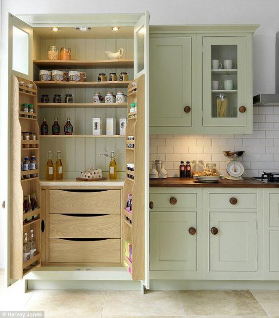 Shaker Kitchen with Oak Internals