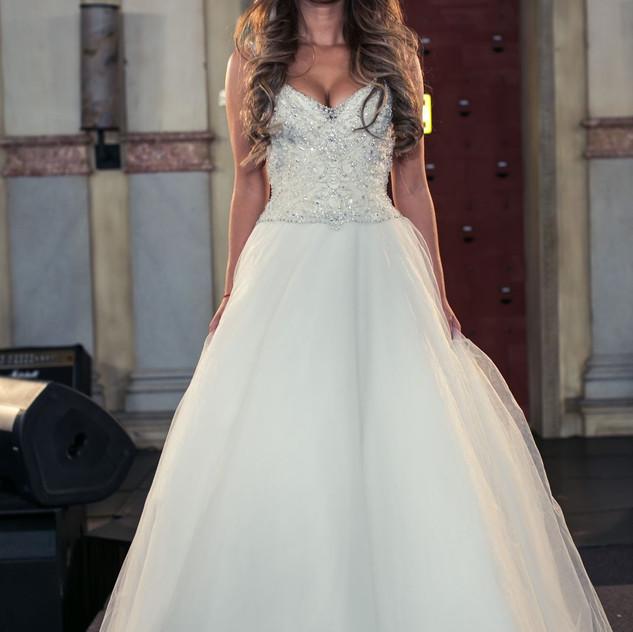 Модель в платье Marina SHtange