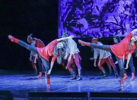 Известный французский хореограф представил российскому зрителю спектакль со столетней историей